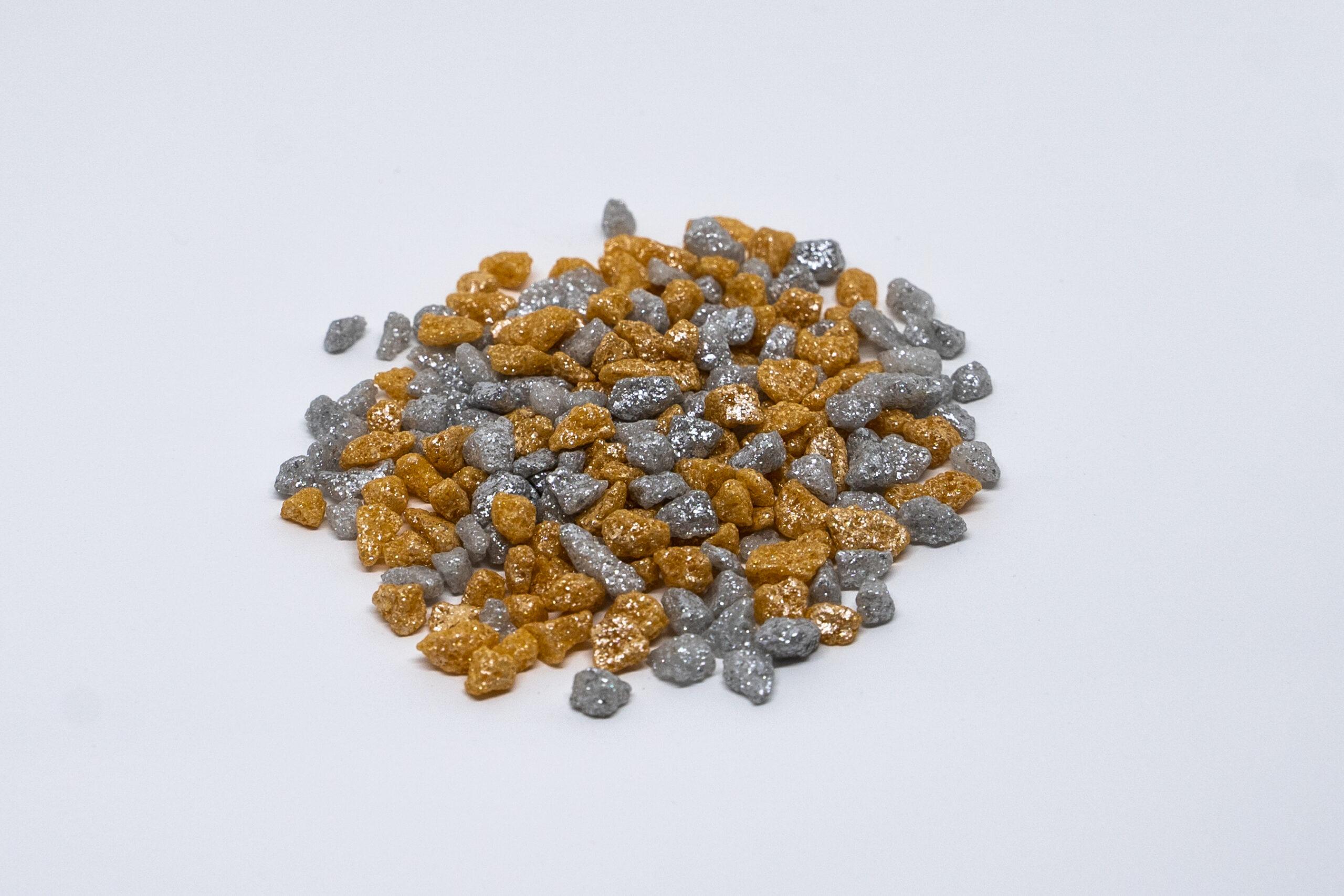 Gold and silver Pearl sugar